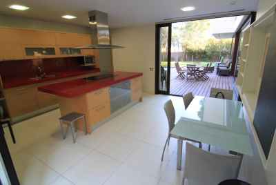 Spacious and bright villa with swimming pool in Gava Mar area